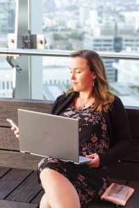 Manuela blogging and copywriting in London on the go